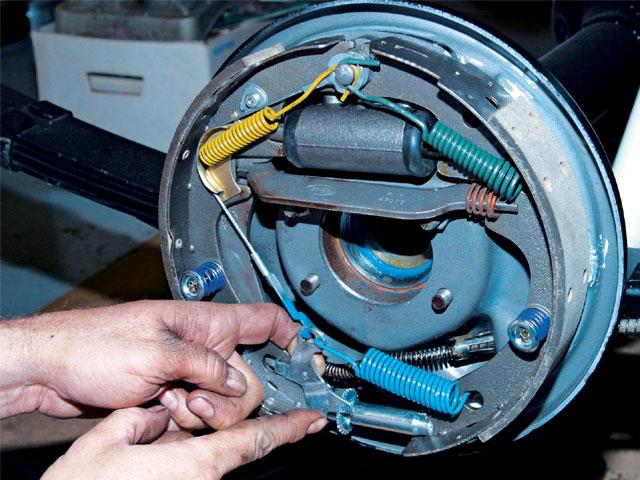 0704_mufp_16_z-brake_system-adjust_drum_brakes.jpg
