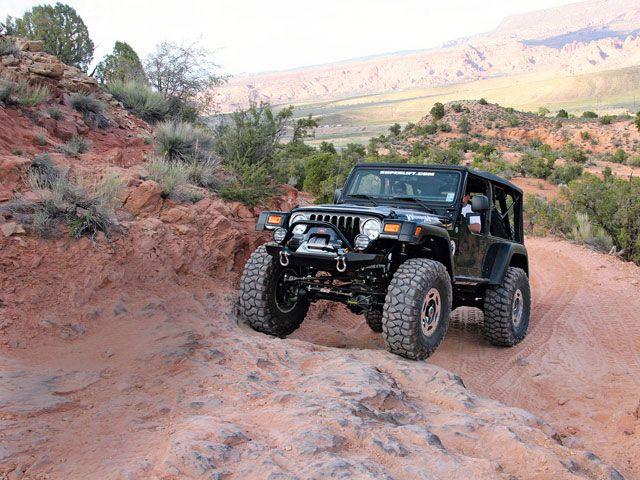 0806_4wd_16_z-jeep_wrangler_tj-front_ascending_view.jpg