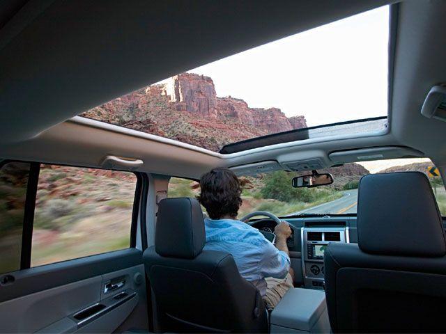 129_0711_02_z-2008_jeep_liberty-cab_interior.jpg