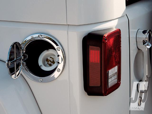 154_0901_04_z-jeep_wrangler_ev-gas_cap.jpg