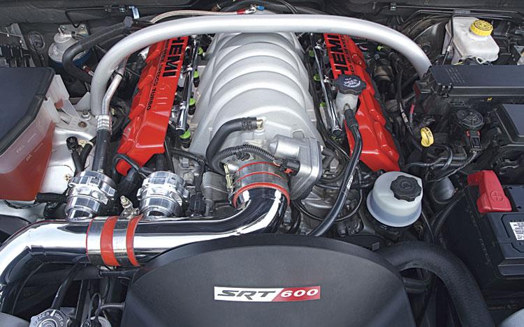 163_0704_02z-2006_hennessey_srt600_jeep_srt8-engine.jpg