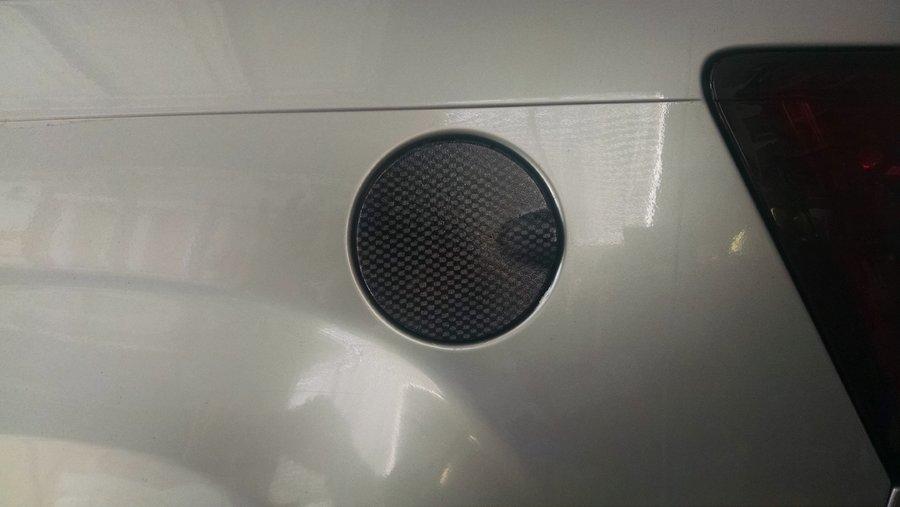 2005-wk-gas-cap.jpg