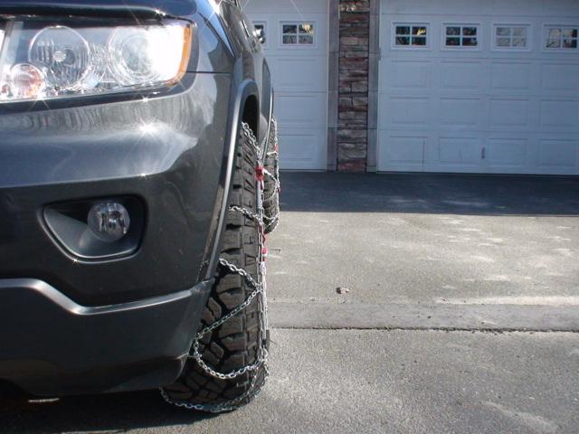 2011-jeeep-wheels-chains-feb13-003.jpg
