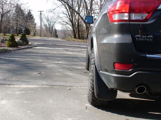 2011-jeeep-wheels-chains-feb13-010.jpg