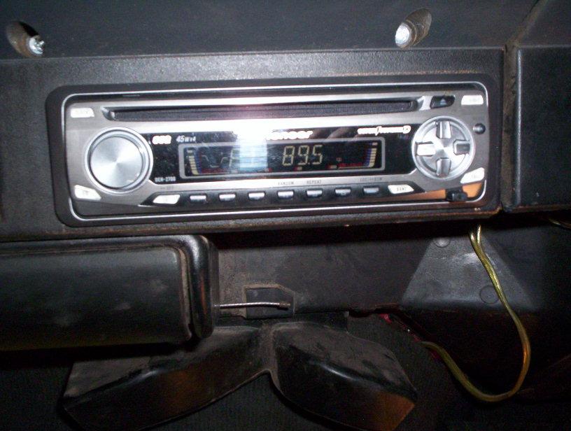 92-jeep-radio-004.jpg
