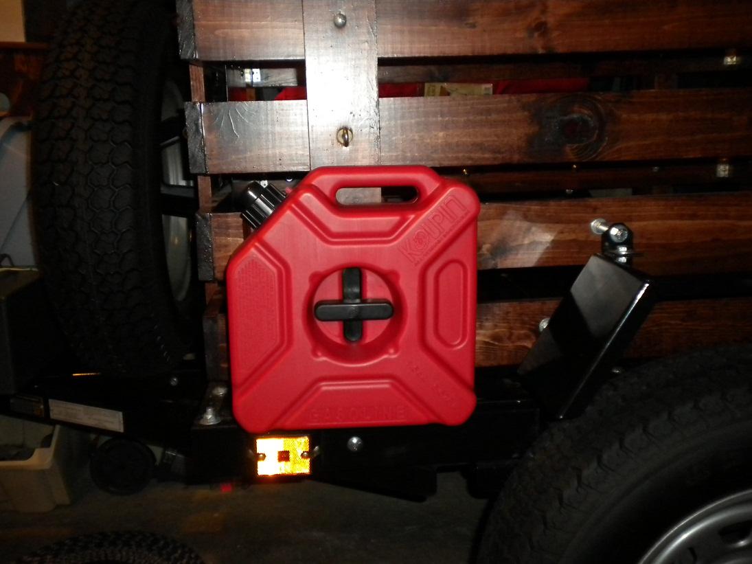 cat-trailer-cans-avon-jeep-019.jpg