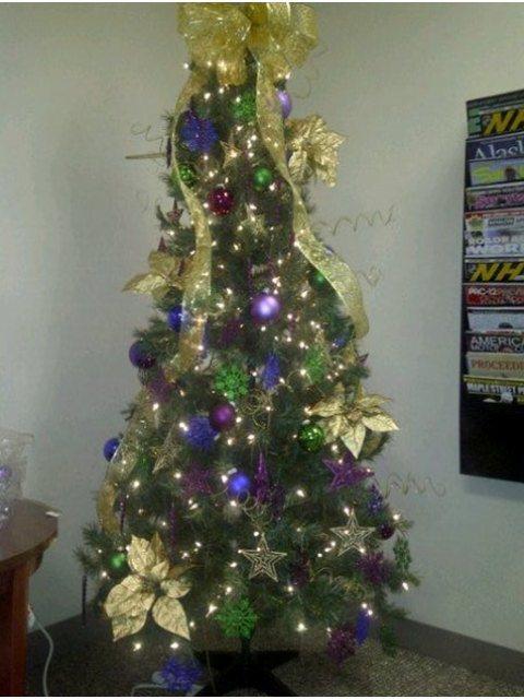 christmas-tree-set-up-bethesda-dec-3rd-2011-2-.jpg