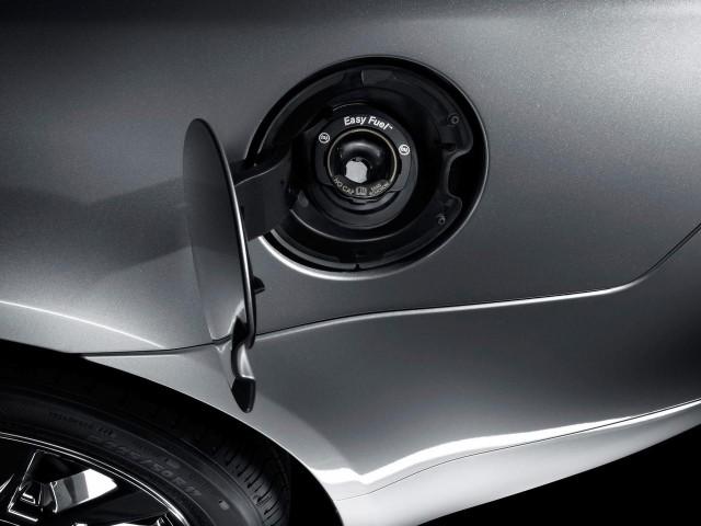 exterior-2011-lincoln-mkz-hybrid-capless-fuel-filler-640x480.jpg