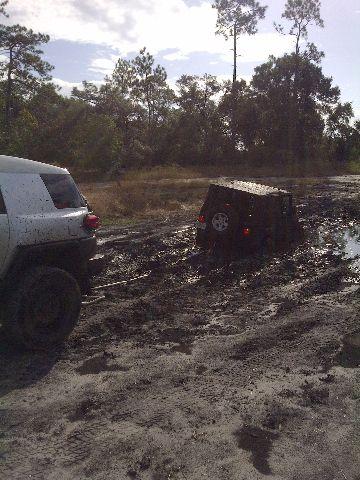 fj-pulling-stuck-jeep.jpg