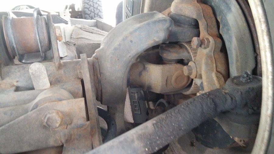 front-passenger-axle-joint.jpg