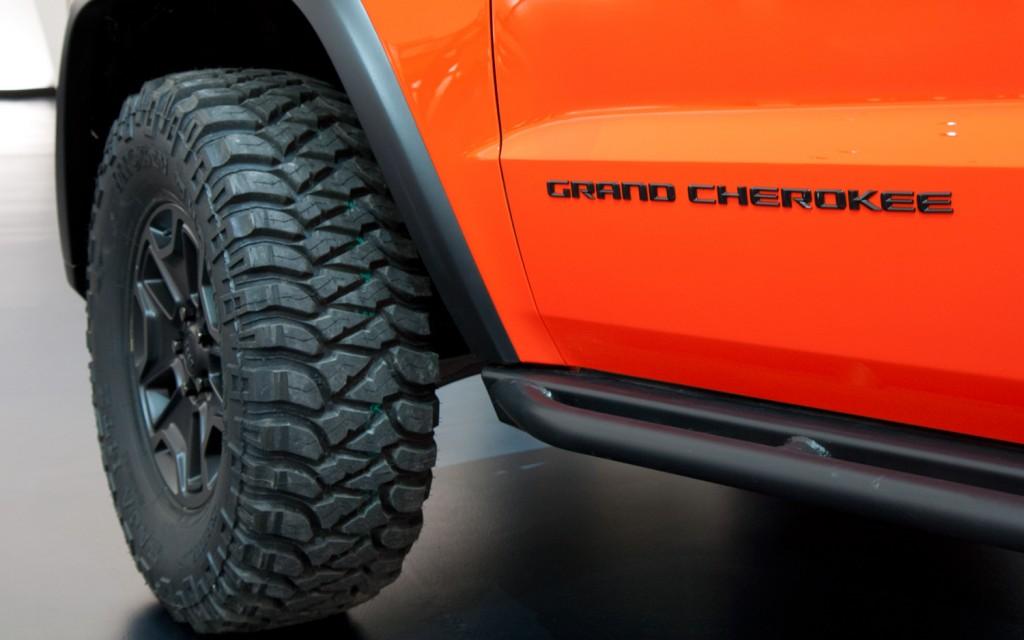 jeep-grand-cherokee-trailhawk-ii-concept-tire-rock-rail-detail-1024x640.jpg
