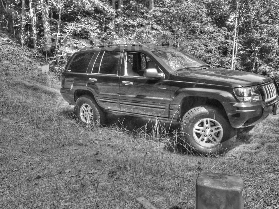 jeep-pass-side-grass-lift_tonemapped.jpg
