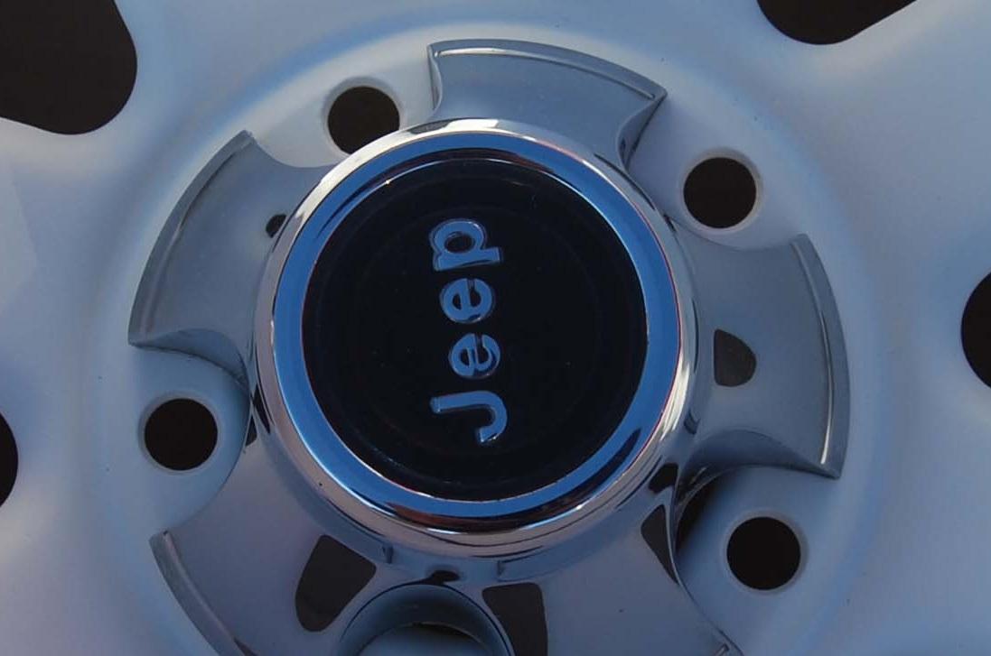jeep-wagon-wheel-center-cap-closeup-1.jpg