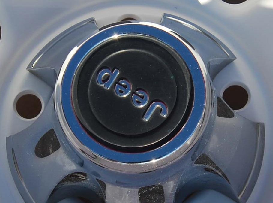 jeep-wagon-wheel-center-cap-closeup-2.jpg