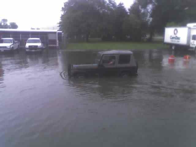 jeep_in_water.jpg