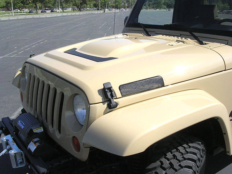 jeep_jt_hood.jpg