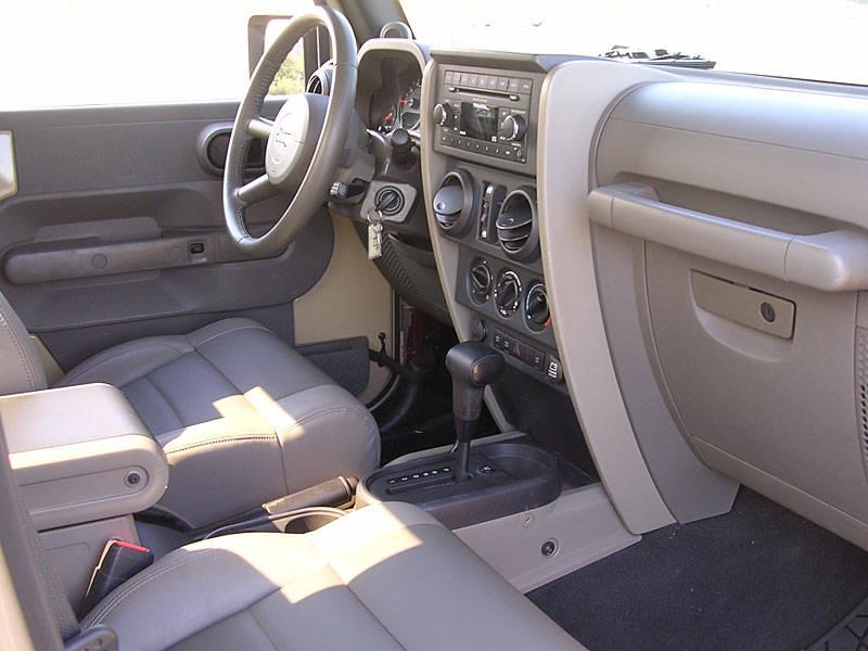 jeep_jt_interior.jpg