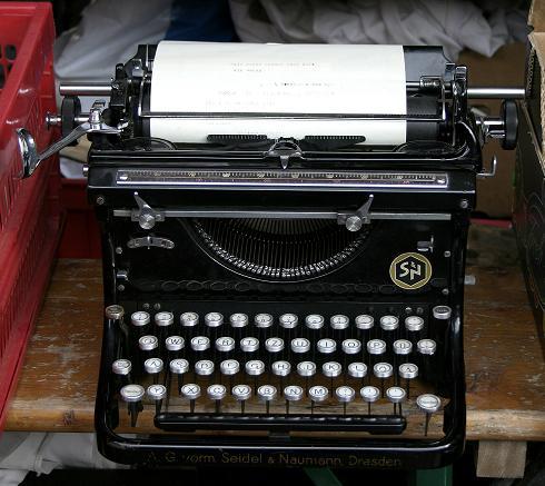 old_typewriter.jpg