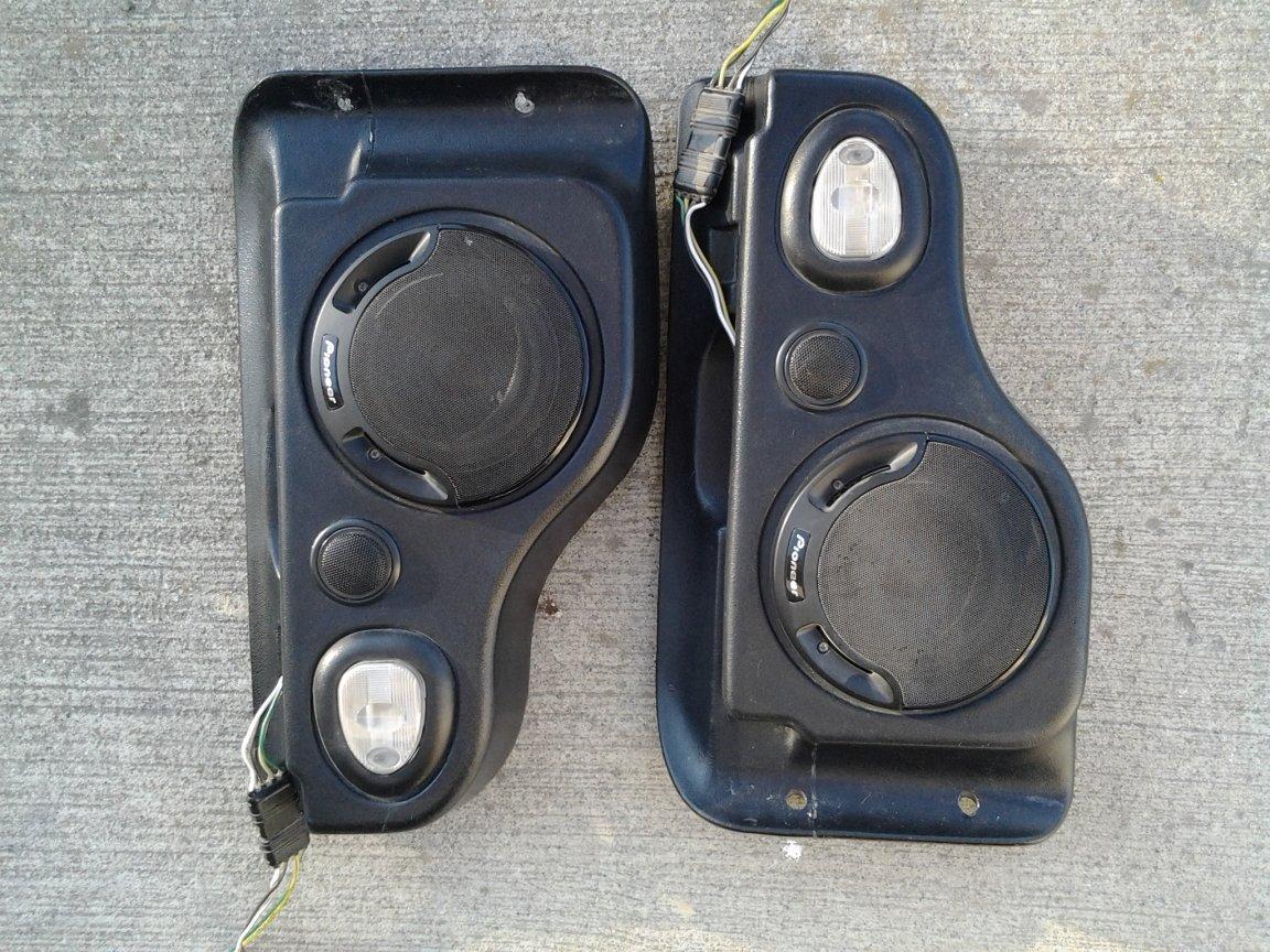 speaker_pods_pic_1.jpg