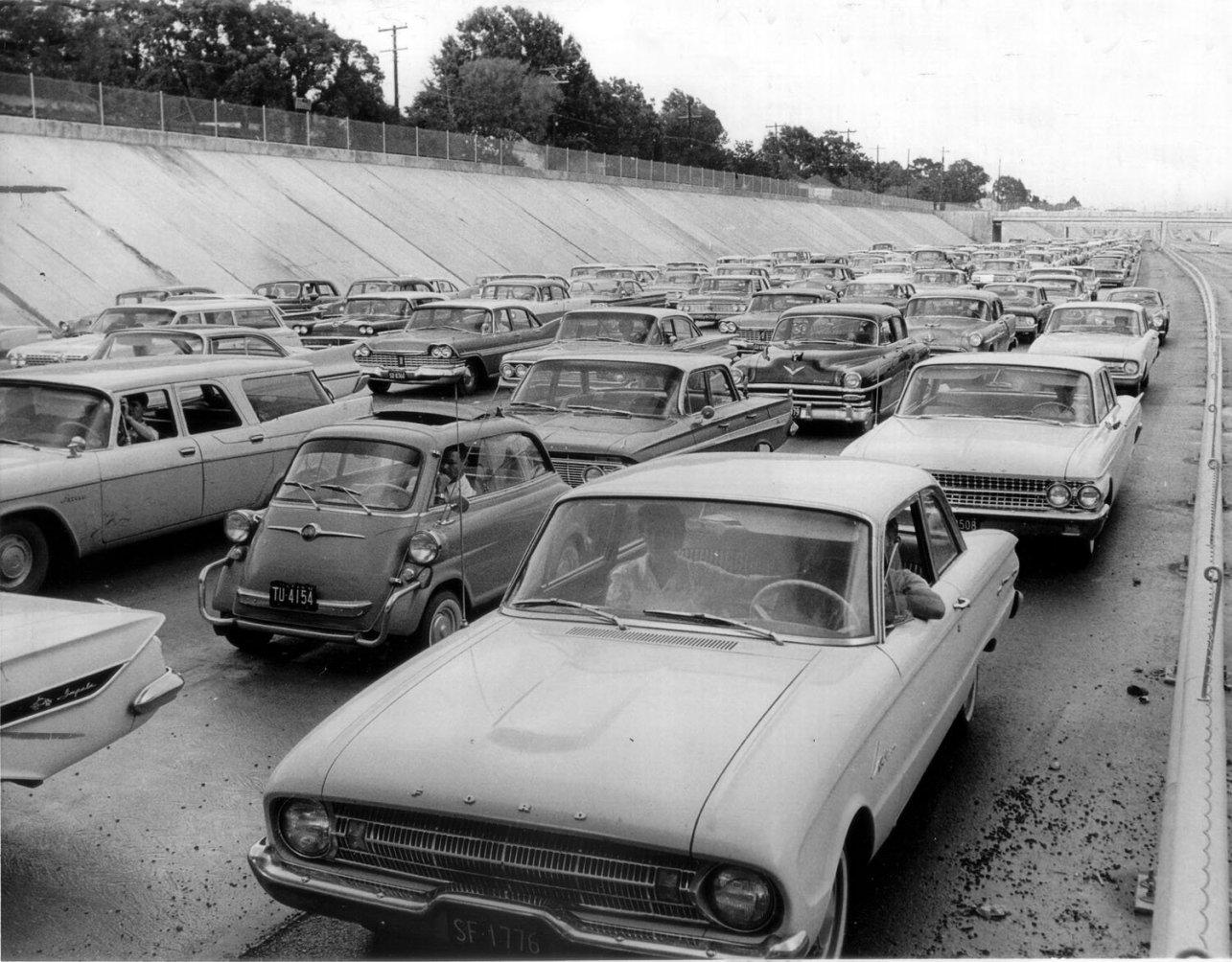 us59_trench_traffic_jam_1962.jpg