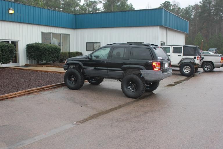 wj-dana-60-complete-jeeps-shop-shots-006.jpg