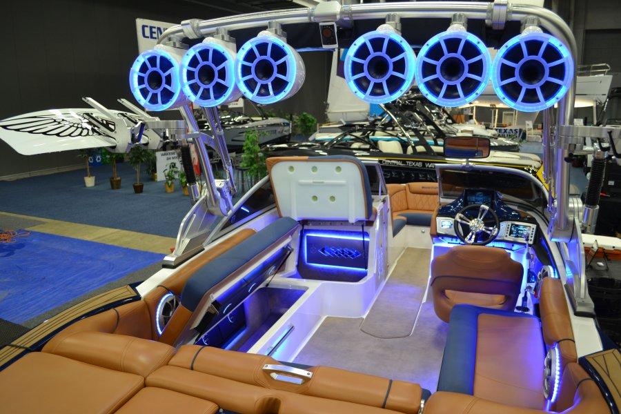 x30-hydrotunes-boat.jpg