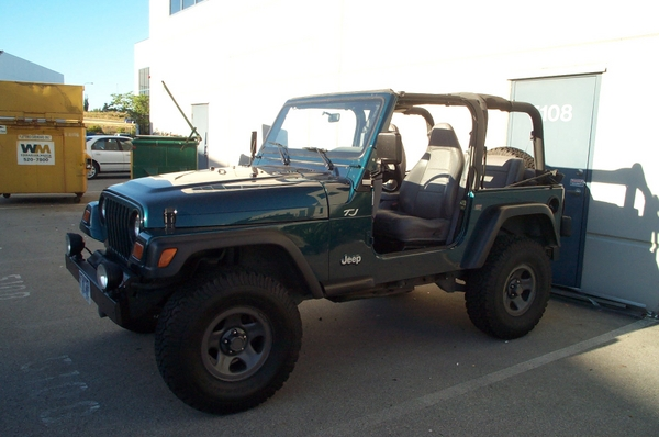 Jeep-62607011.jpg