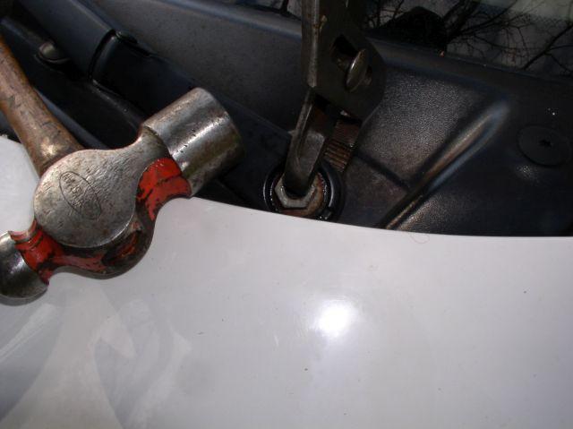 13_Channel_locks_on_wiper_arm_nut_and_hammer_640x480.jpg