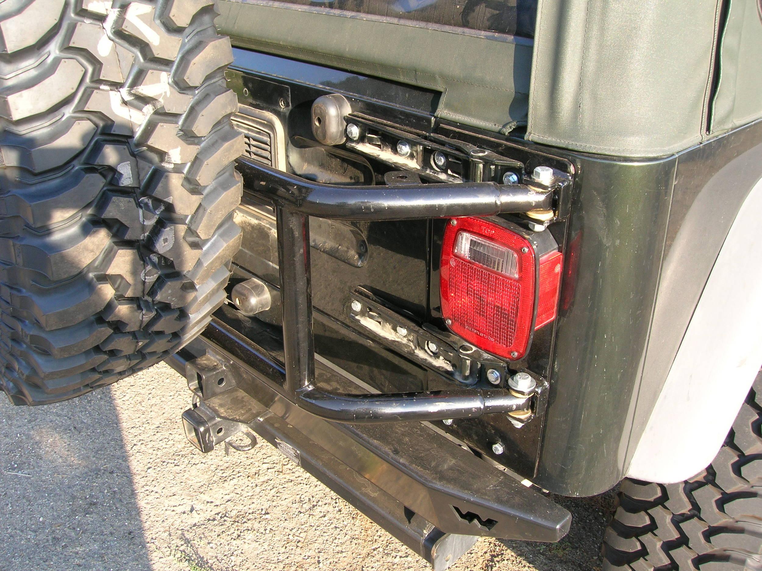 05_Jeep_Tire_Carrier_011.JPG