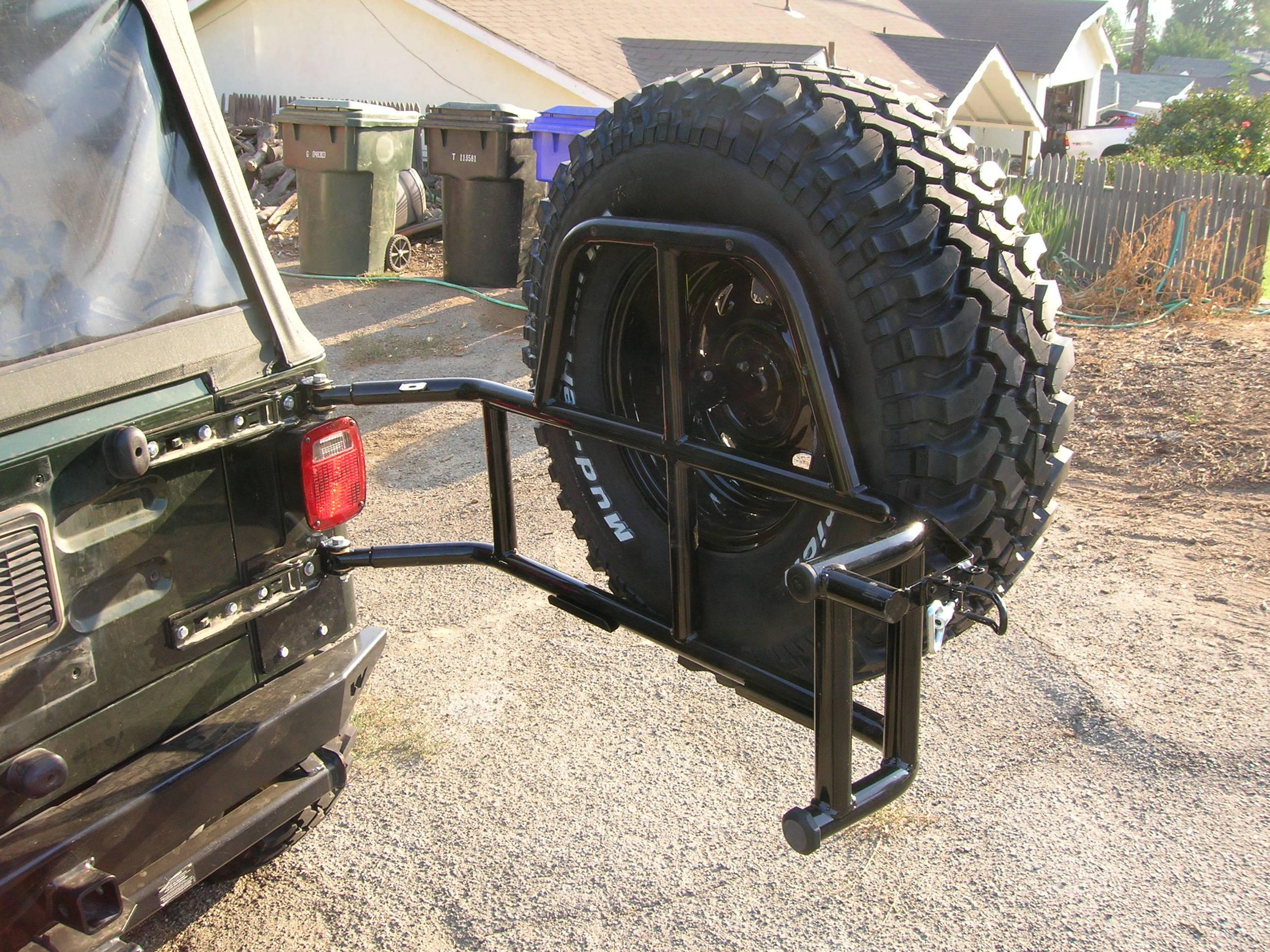 05_Jeep_Tire_Carrier_014.JPG