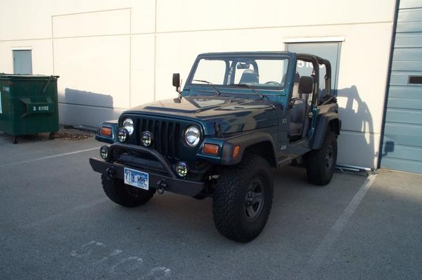 Jeep-62607012.jpg