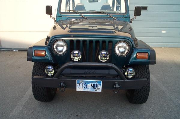 Jeep-62607015.jpg