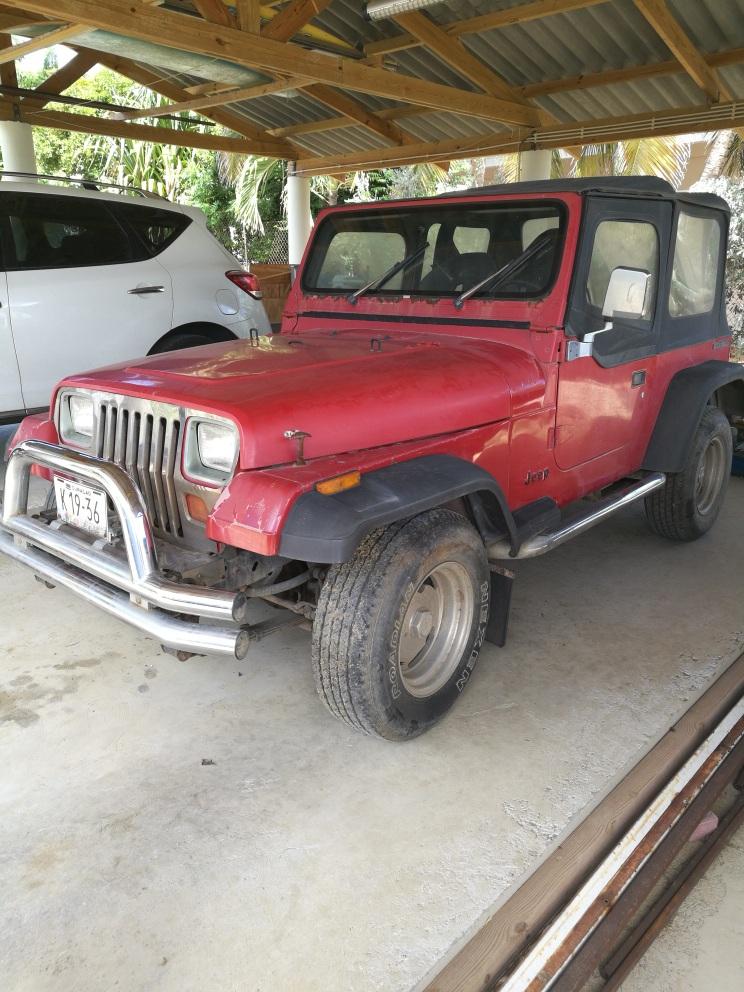 Jeep_Wrangler_1990.jpg