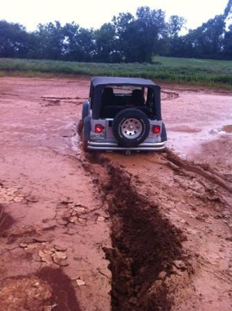 Jeep_stuck_mudSmall.jpg
