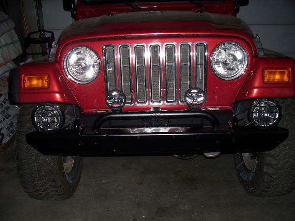 Jeep_Light_Bar_and_Cut_Bumper.JPG