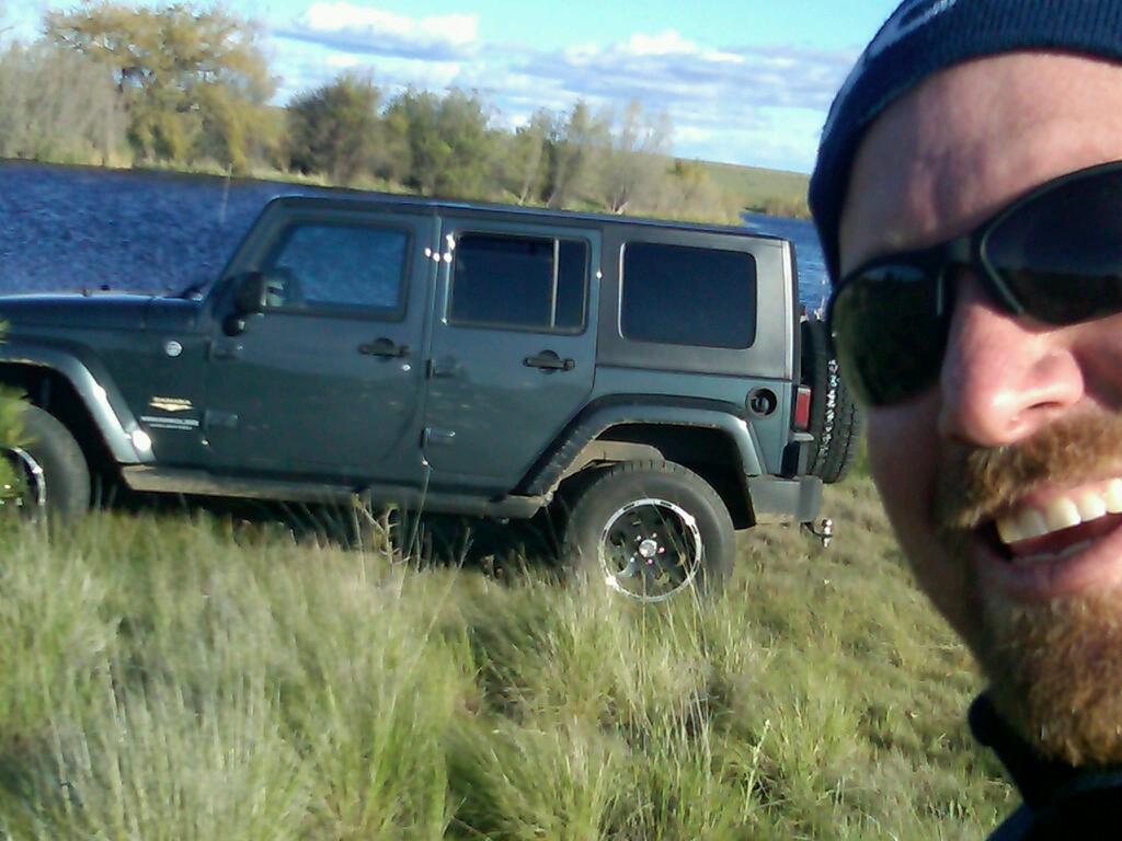 Jeep_at_the_lake.jpg