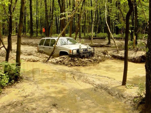 muddyjeep.jpg