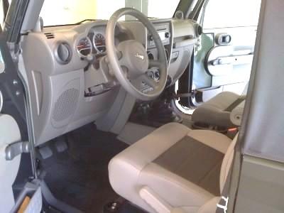 JeepInside1.jpg