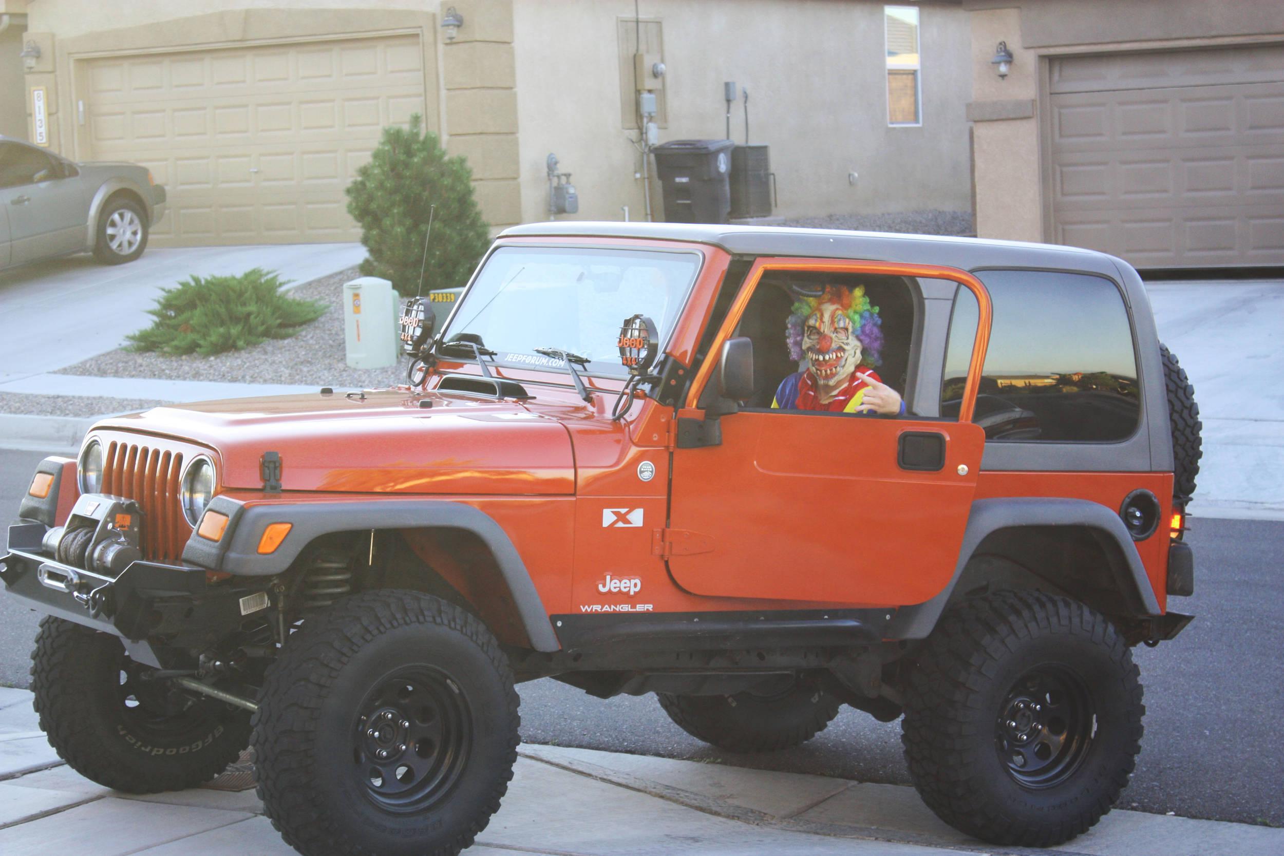jeep_clown.jpg